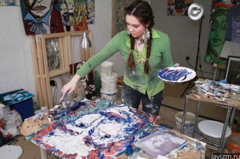 Художник рисует картину Artist Painting