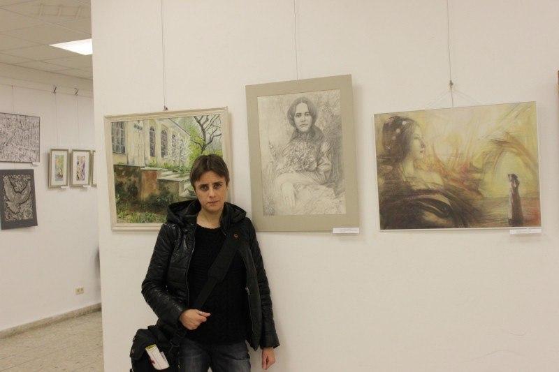 Возле графики Бориса Лесняка на выставке в Берлине