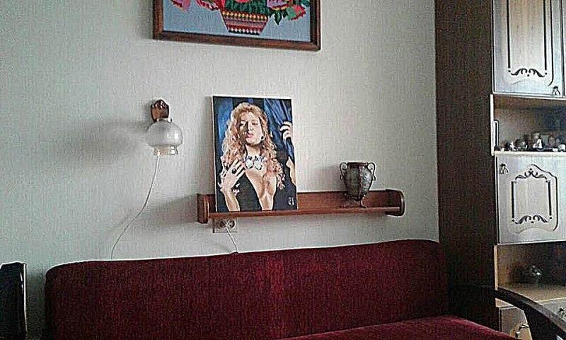Портрет Вики в интерьере