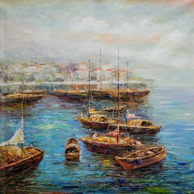 Лодки в бухте на рассвете