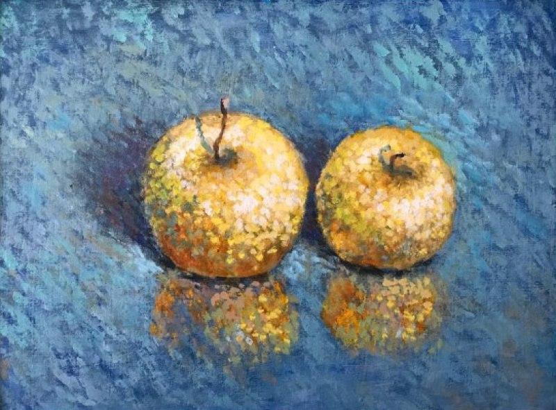 Яблоки на синем