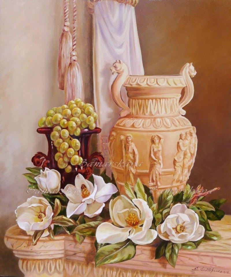 С римской вазой и магнолиями