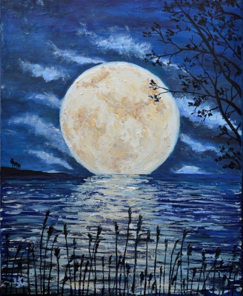 Луна на озере.