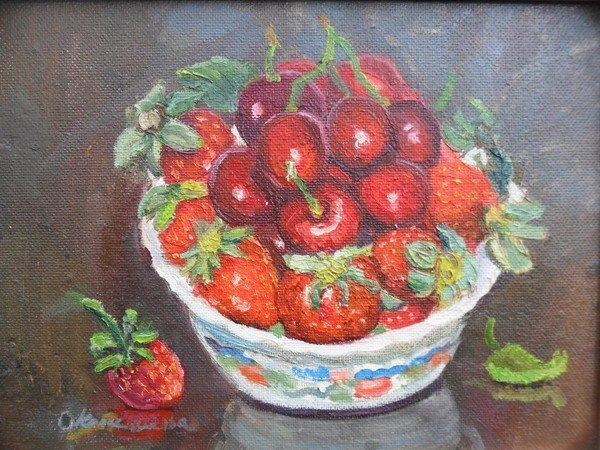 Чашка клубники и вишни