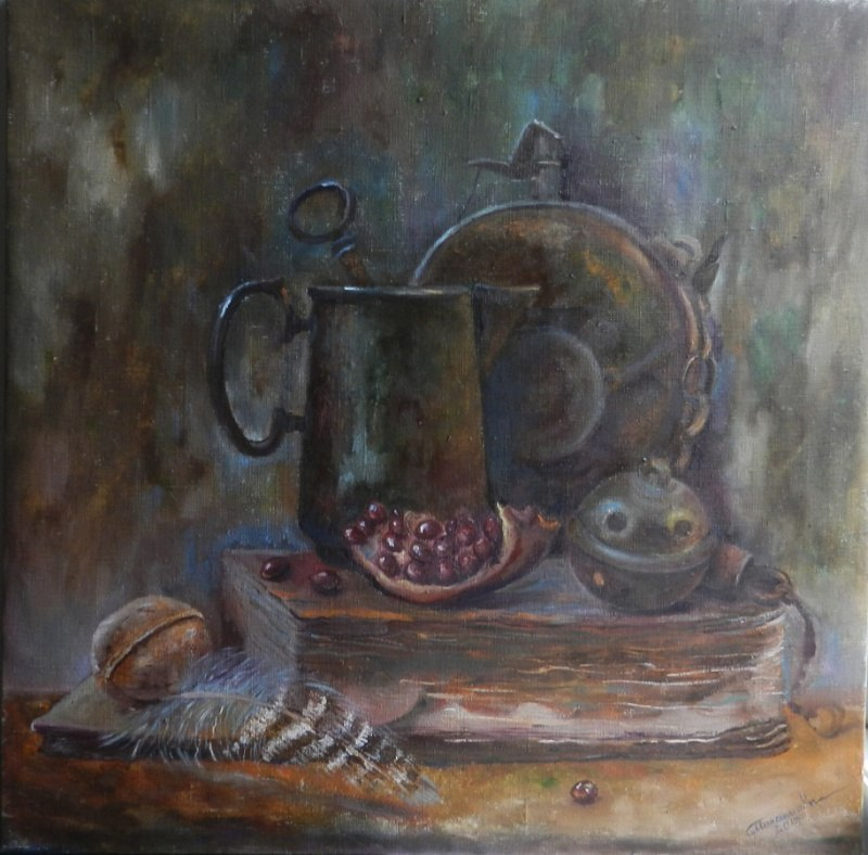 Натюрморт, гранат перо, старый чайник и книга.