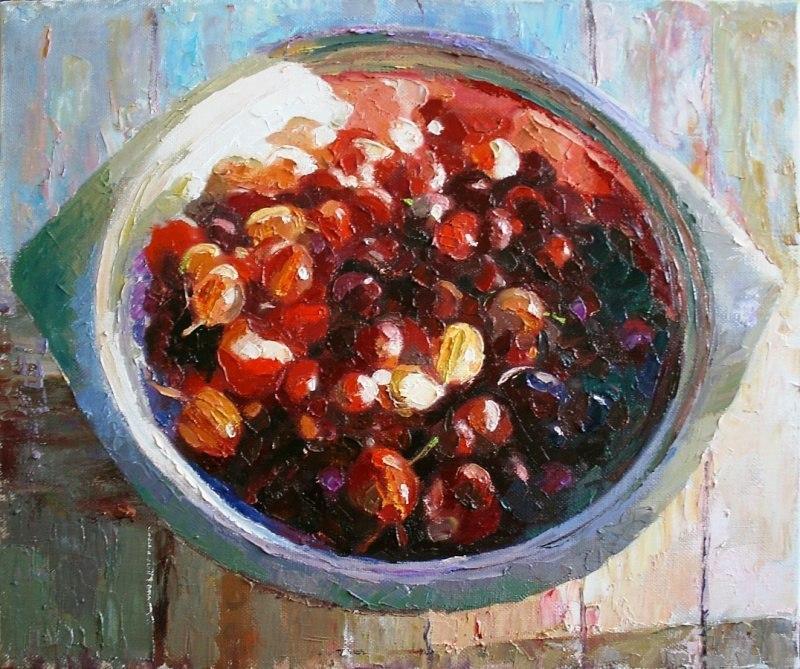 Ягоды в железной миске