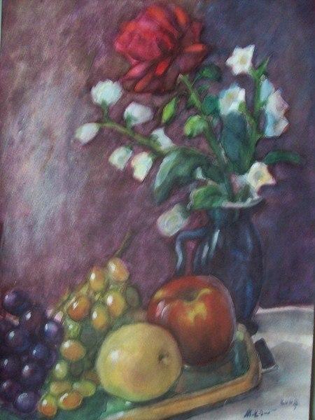 Роза в кувшине и фрукты