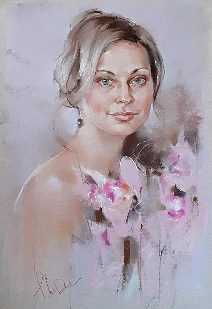 Девушка с орхидеями