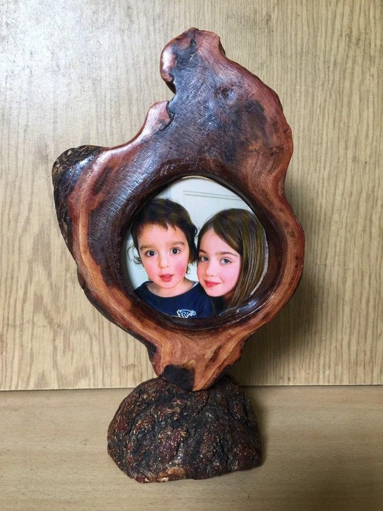 Александр Витзон.  Портрет  в  обрамлении из дерева.