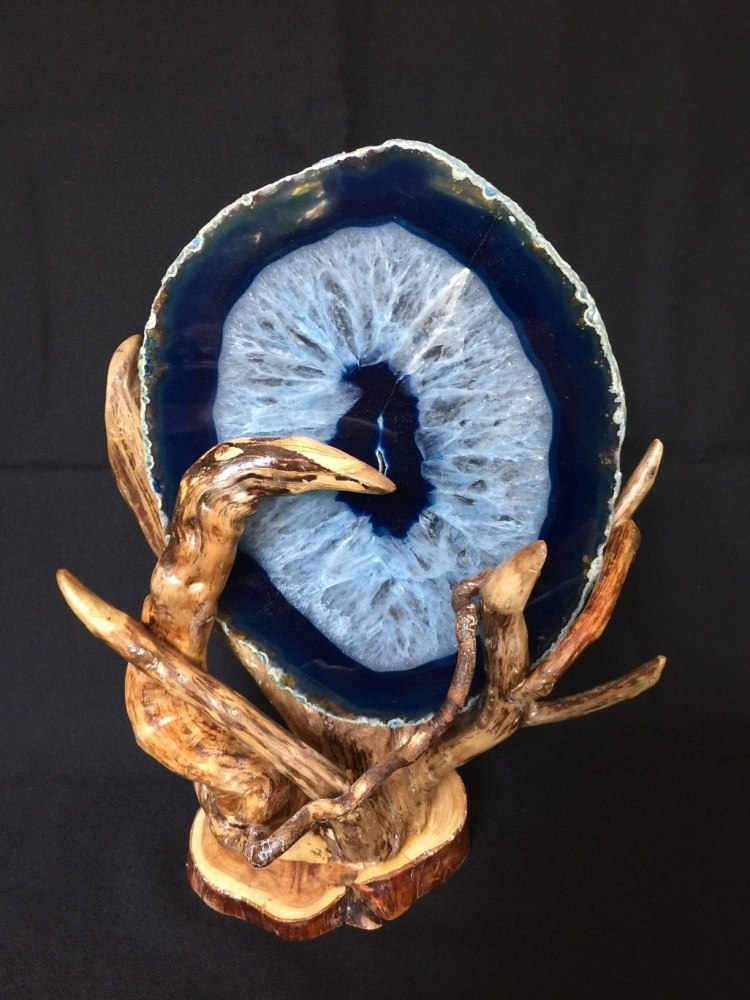 Александр Витзон. Лесная скульптура. Агат в объятиях дерева.
